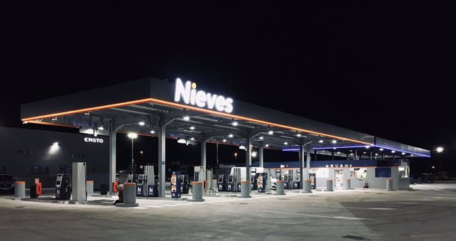Apertura nueva gasolinera Nieves Llers