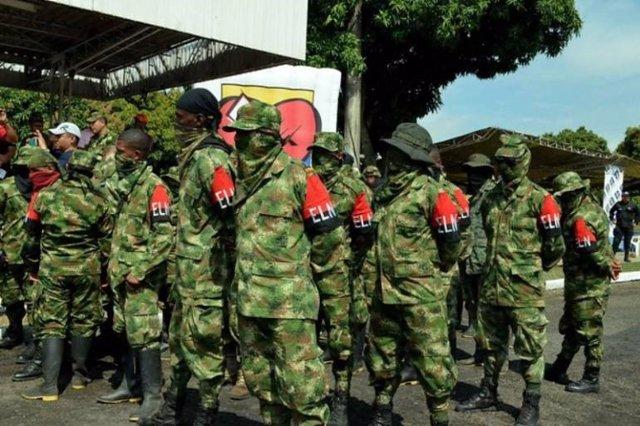 Archivo -    El Ejército de Liberación Nacional (ELN) está reclutando venezolanos para aumentar sus filas, ha asegurado este miércoles el comandante de las Fuerzas Militares de Colombia, el general Alberto José Mejía