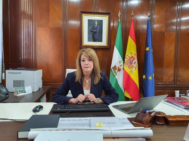 Archivo - La presidenta de la Autoridad Portuaria de Huelva, Pilar Miranda.