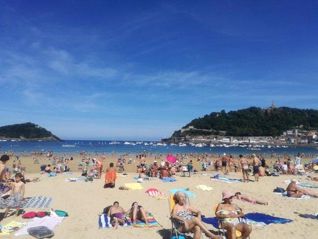 Archivo - Playa de la Concha de San Sebastián