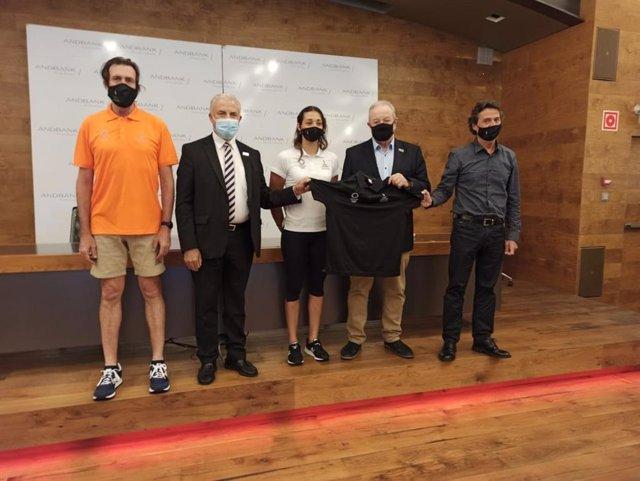 Joan Ramon Moya, Josep M. Cabanes, Mònica Dòria, Jaume Martí i Jordi Orteu presenten l'equipament que lluirà la delegació andorrana en els Jocs Olímpics de Tòquio 2021
