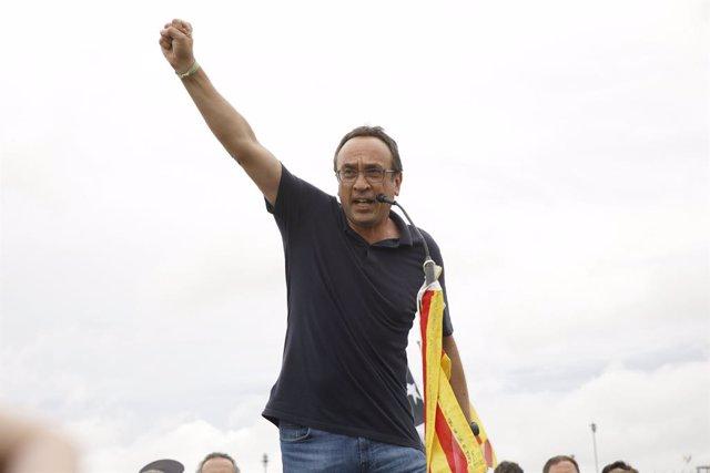 L'exconseller de la Generalitat, Josep Rull, a la seva sortida de la presó de Lledoners després de rebre l'indult