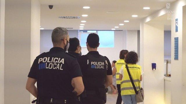 Servicios de emergencias y autoridades policiales continúan con las inspecciones de los establecimientos y zonas que favorecieron el 'macrobrote' en Mallorca.