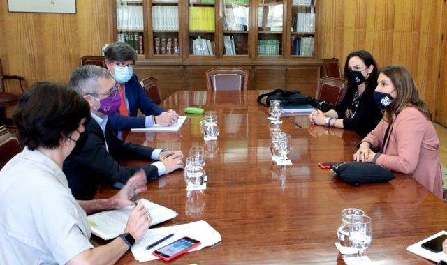 Junta y Estado se comprometen a solventar la situación de los chiringuitos de Andalucía.