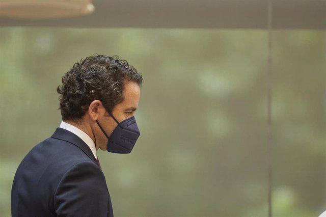 El secretario general del Partido Popular, Teodoro García Egea, durante la segunda sesión del pleno de investidura de la presidenta en funciones de la Comunidad y candidata a la reelección, Isabel Díaz Ayuso, a 18 de junio de 2021, en Madrid (España).