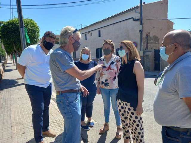 La portavoz del PP de Baleares en el Congreso, Marga Prohens, y otros miembros del PP se reúnen con Son Bonet Pulmó Verd.