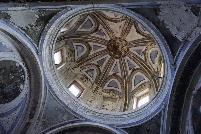 La actuación ha permitido recuperar la ornamentación de la cúpula de la ermita