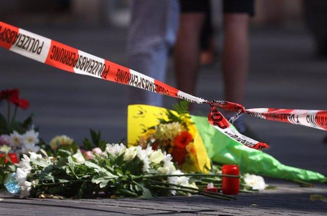 Ofrena floral després de l'atac amb ganivet en Wurzburgo (Baviera)