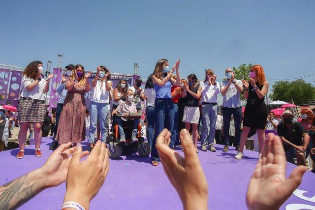 La nueva líder de Podemos, Ione Belarra, aplaude tras ser elegida como secretaria general del partido con el 89% de los votos con su candidatura `Crecer, en la IV Asamblea Ciudadana Estatal de Podemos, a 13 de junio de 2021, en el Auditorio Parque de Luc