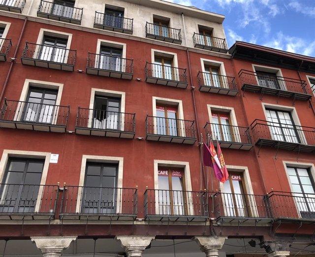 Fachada del Teatro Zorrilla de Valladolid, donde antiguamente se ubicaba el convento de San Francisco en el que murió la reina María de Molina en 1 de julio de 1321.