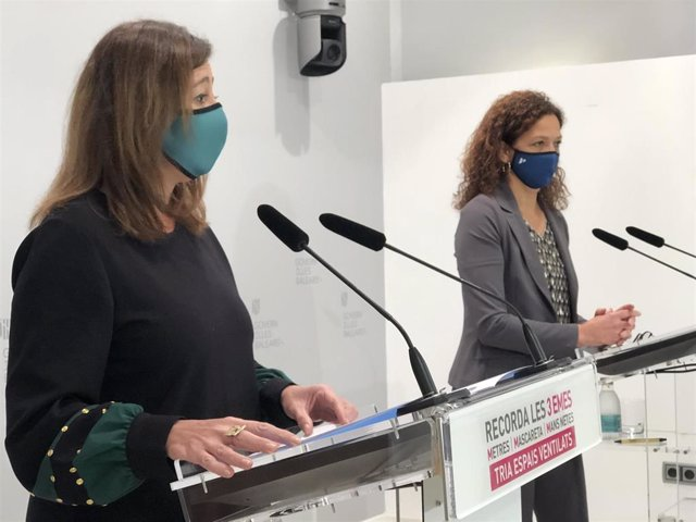 Archivo - La presidenta del Govern, Francina Armengol, y la del Consell de Mallorca, Catalina Cladera