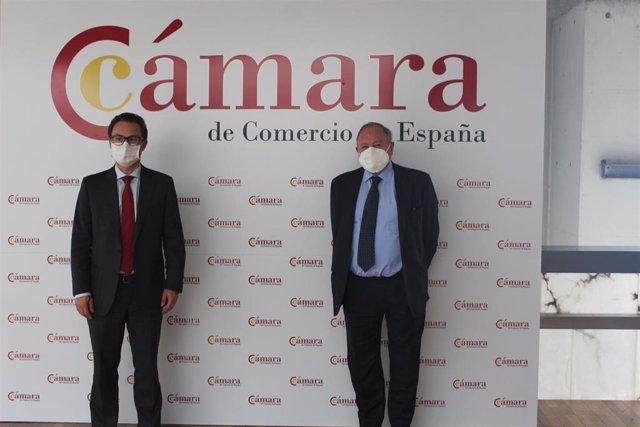 Archivo - El presidente de la Cámarra de comercio de Bogotá, Nicolás Uribe; y el presidente de la Cámara de comercio de España, José Luis Bonet