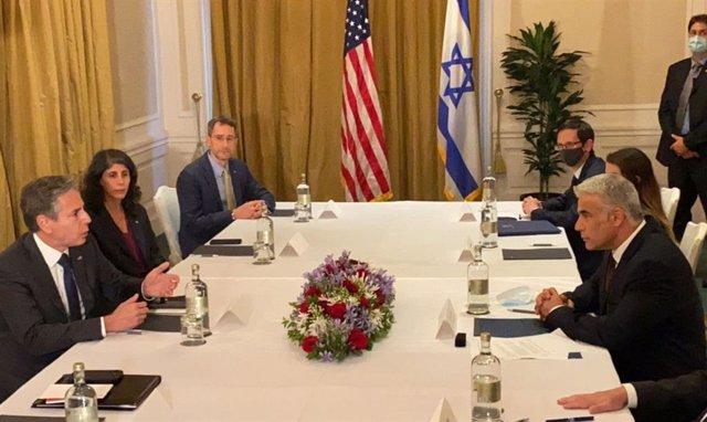 Reunión entre el ministro de Asuntos Exteriores de Israel, Yair Lapid, y el secretario de Estado norteamericano, Antony Blinken