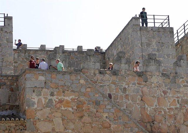 Coronavirus.- El Ayuntamiento de Ávila cierra más espacios, entre ellos la muralla