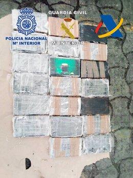 Paquetes con cocaína incautados durante esta operación