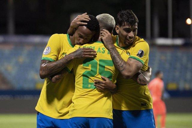 El central del Real Madrid Eder Militao celebra su gol con Brasil en el partido de la Copa América de 2021 contra Ecuador.