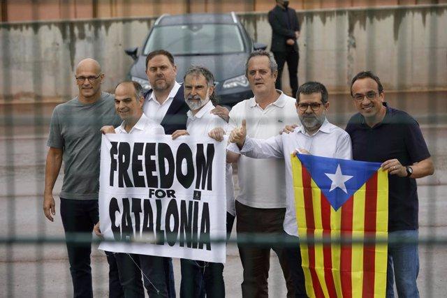 Arxiu - Els set presos independentistes de Lledoners surten de la presó després dels indults