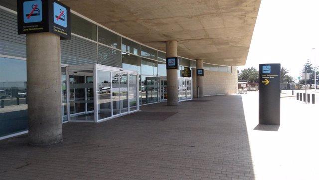Archivo - Entrada al aeropuerto de Fuerteventura