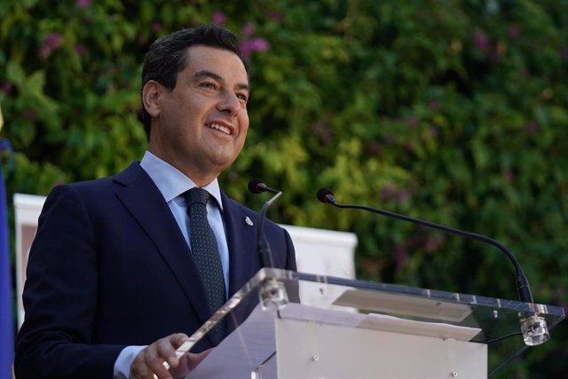 El presidente de la Junta de Andalucía, Juanma Moreno, este lunes en Carmona (Sevilla) en la inauguración de los XIX Cursos de Verano de la Universidad Pablo de Olavide.