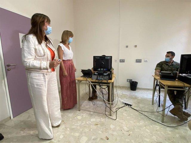 La consejera de Sanidad, Sira Repollés, y la delegada del Gobierno en Aragón, Pilar Alegría, han visitado el área de trabajo de los rastreadores.