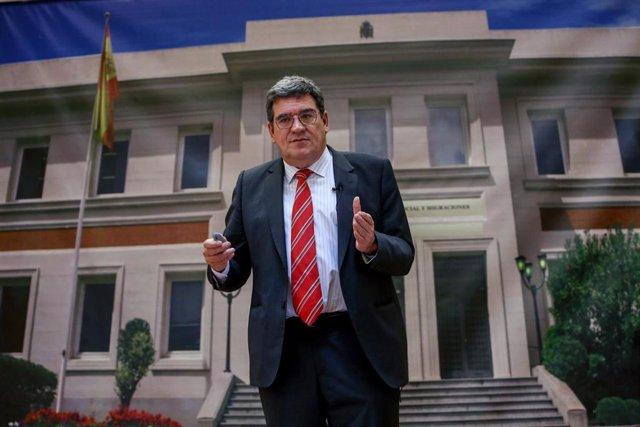 El ministro de Inclusión, Seguridad Social y Migraciones, José Luis Escrivá, durante una rueda de prensa en la sede ministerial, a 18 de junio de 2021, en Madrid (España). Durante su intervención, Escrivá ha presentado un avance de los datos de afiliación