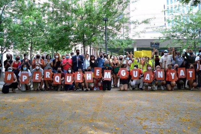 Protesta davant la Ciutat de la Justícia pel judici a tres activistes per una protesta del Sindicat de Llogaters el 2018