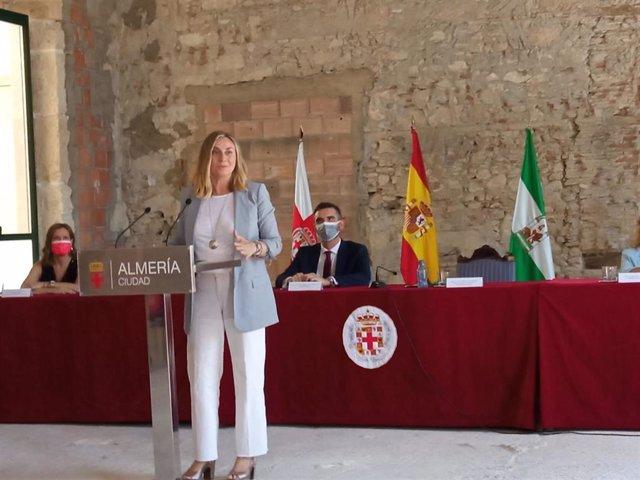 La consejera de Fomento de la Junta de Andalucía, Marifrán Carazo, en la antigua casa consistorial del Ayuntamiento de Almería