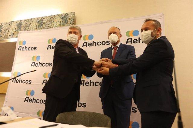 Aehcos, Tour10 y Aedav lanzan un programa de estancias que beneficia a empleados del sector