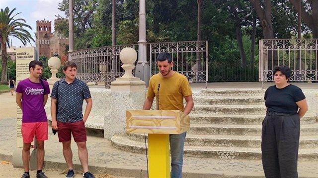 Rueda de prensa del diputado de la CUP Xavier Pellicer; la portavoz de Arran; Adriana Roca, y representantes de Crida LGBTI