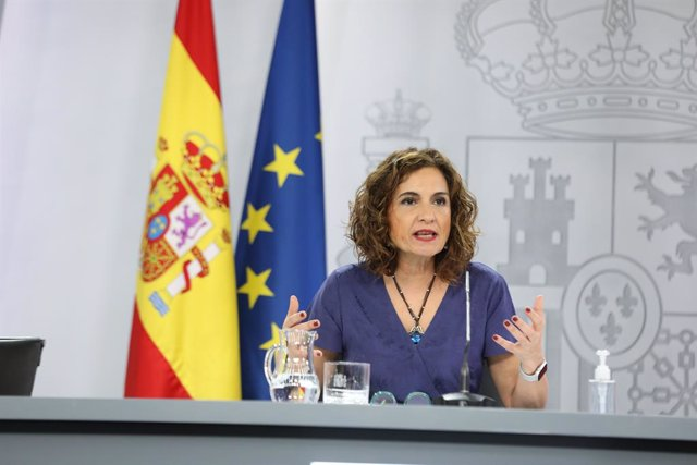 La ministra portavoz y de Hacienda, María Jesús Montero, comparece en rueda de prensa posterior al Consejo de Ministros extraordinario en Moncloa, a 24 de junio de 2021, en Madrid (España). El Consejo de Ministros extraordinario de este jueves ha aprobado