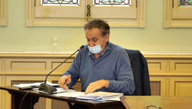 Archivo - El director de Oficina Balear de la Infancia y la Adolescencia, Serafín Carballo, en una comparecencia parlamentaria en la Comisión de Asuntos Sociales, Derechos Humanos y Deportes.