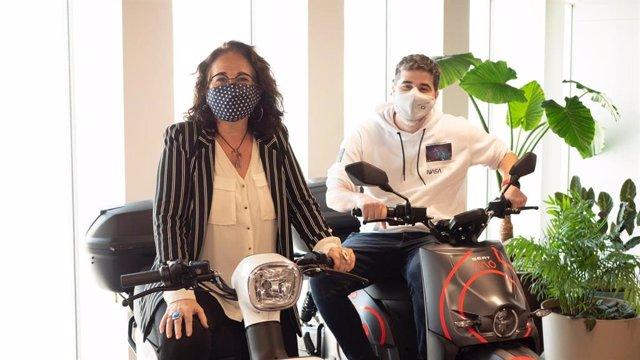 La presidenta de AMTU, Aurora Carbonell, y el ceo de SEAT:Code, Carlos Buenosvinos.