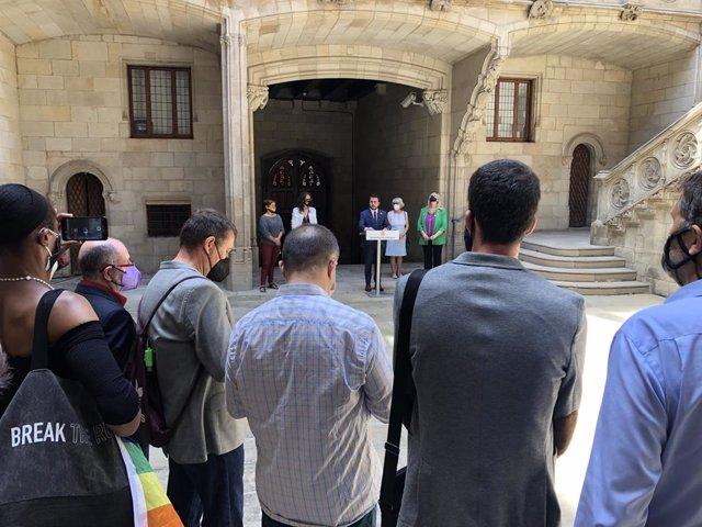 El president de la Generalitat, Pere Aragonès, s'adreça a diversos representants del col·lectiu LGTBI+