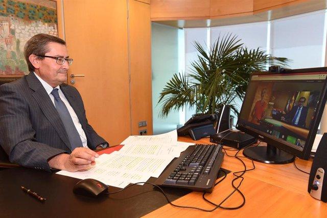 El presidente de la Diputación de Granada, José Entrena, ha recibido este lunes, en nombre del Geoparque de Granada, un reconocimiento de la Fundación Andalucía Emprende en el marco de la octava edición de los premios 'Emprendemos'.
