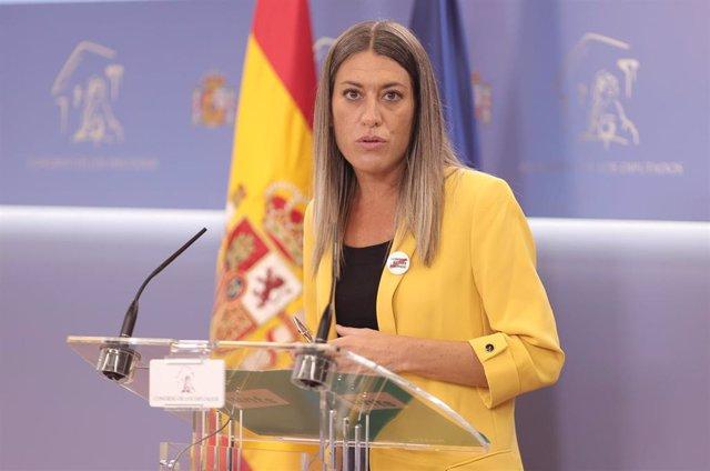La portavoz de Junts per Catalunya, Miriam Nogueras, interviene en una rueda de prensa en el Congreso
