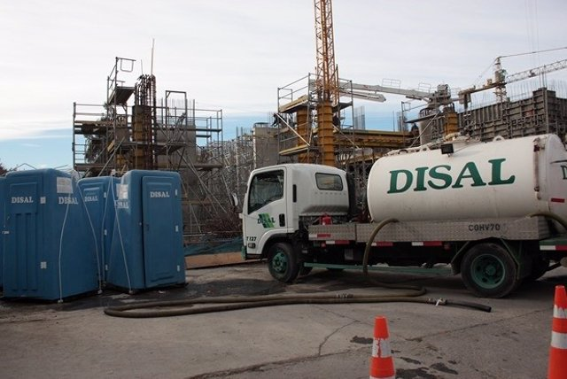 Archivo - Un camión de la empresa chilena Disal