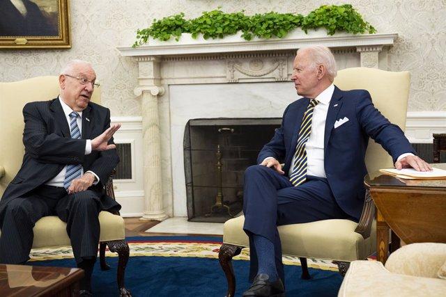 El presidente estadounidense, Joe Biden, se reúne con el presidente israelí, Reuven Rivlin, en la Oficina Oval.
