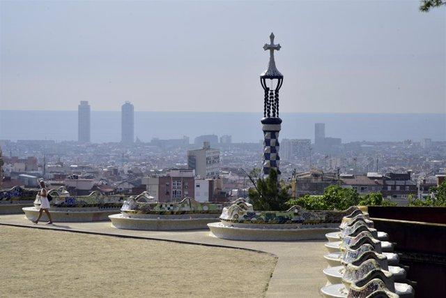 Archivo - Arxivo - Vista del skyline de Barcelona des del Park Güell. Foto d'arxiu.