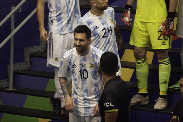 21 June 2021, Brazil, Brasilia: Argentina's Lionel Messi (C)arrives to take part in the Copa America group A soccer match between Argentina and Paraguay at Mane Garrincha Stadium. Photo: Leco Viana/TheNEWS2 via ZUMA Wire/dpa