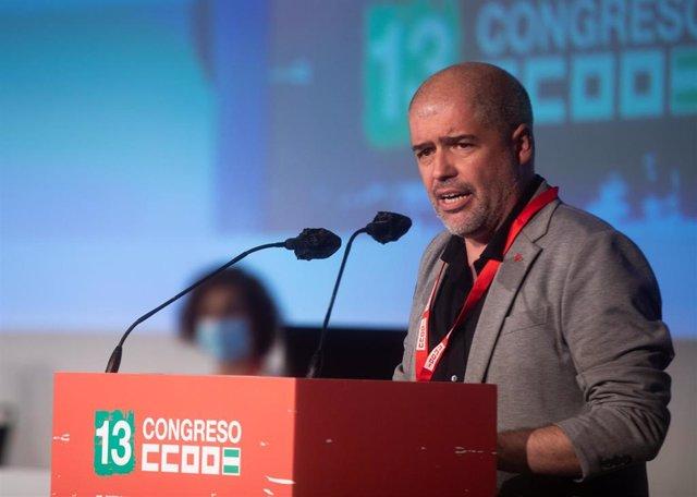El secretario general de CCOO, Unai Sordo, durante su intervención en la inauguración del XIII congreso regional del sindicato CCOO, 16 de junio 2021 en Sevilla, Andalucía, España.