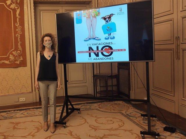 La Concejal Salmantina Ana Suárez Presenta Una Campaña Contra El Abandono De Animales.