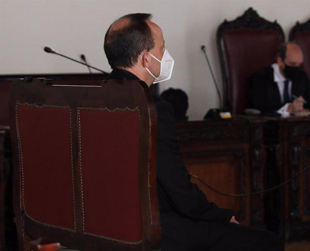 El sacerdote José Luis Galán acude a declarar a la Audiencia Provincial de Toledo acusado de presuntos abusos sexuales a una menor, a 29 de junio de 2021, en Toledo, Castilla-La Mancha, (España).