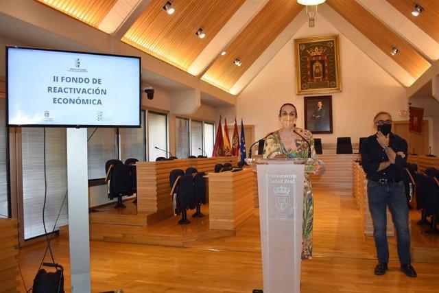 La alcaldesa, Eva María Masías, presenta el II Fondo de Reactivación Económica.