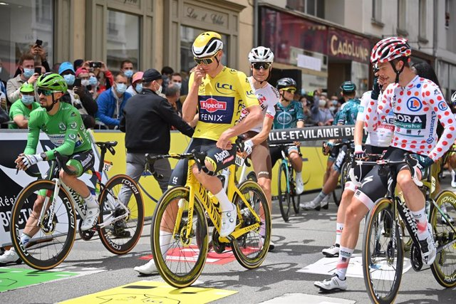 Inicio de la cuarta etapa del Tour de Francia 2021, disputada entre Redon y Fougères sobre 150,4 kilómetros