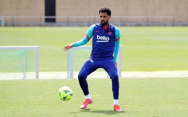 El brasileño Matheus Fernandes en un entrenamiento con el FC Barcelona