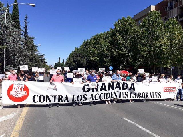 CCOO y UGT se concentran por la muerte de un camionero en accidente de tráfico en Granada.