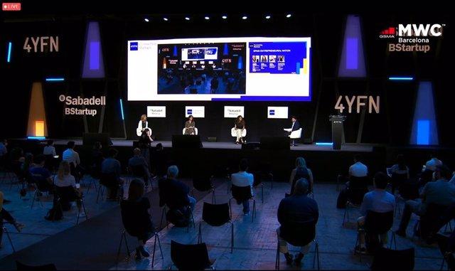 De izquierda a derecha: la consejera delegada de Red Points, Laura Urquizu;  la directora global de Innovación Abierta de Telefónica, Irene Gómez; y  la fundadora de Tucuvi, María González, en un encuentro en el 4YFN celebrado en Barcelona.