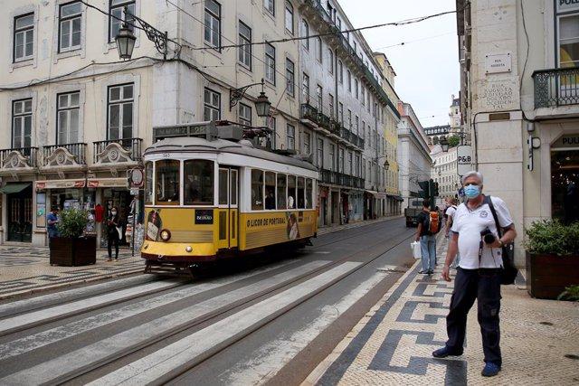 Un tranvía en el centro de Lisboa