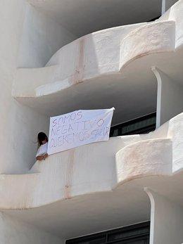 Una habitación del hotel Bellver de Mallorca por el macrobrote que afectó a jóvenes participantes en viajes de fin de curso a la isla.