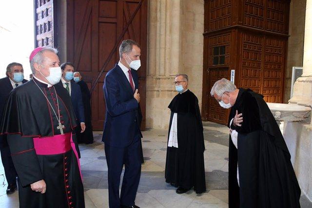 El Rey Felipoe VI accede a la catedral de Burgos para inaugurar la exposición Lux.